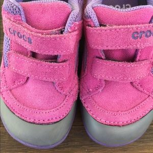 Girls crocs shoes size 9 warm pink purple leather